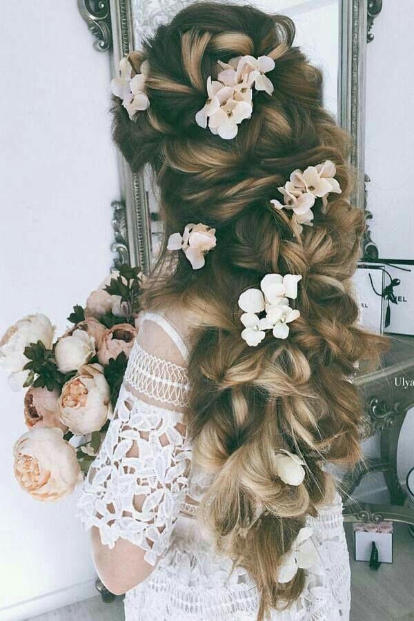 Penteado lindo maravilhoso para seu casamento , que tal ?