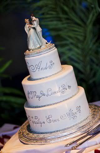 Wedding Spotlight: Amanda + Bob | Magical Day Weddings | Disney Wedding Cake @Lexy Klinkhammer Fordyce