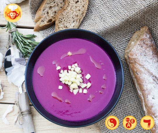 Roasted beetroot and garlic soup.  #soup #garlic #beetroot #purple #violet #roasted #winter #ideas #recipe #homemade #potatoes #bread #baguette #flatlay #food #foodporn #foodmonkeys #delicious #yummy #best #lunch