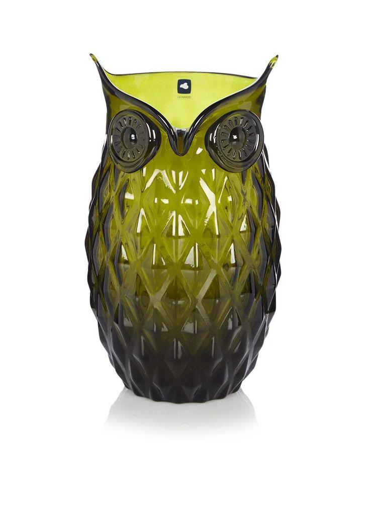 Groene glazen vaas in de vorm van een uil van Leonardo. De vaas heeft de kenmerkende ogen van een uil. De body van de vaas is voorzien van geribbelde vierhoeken.