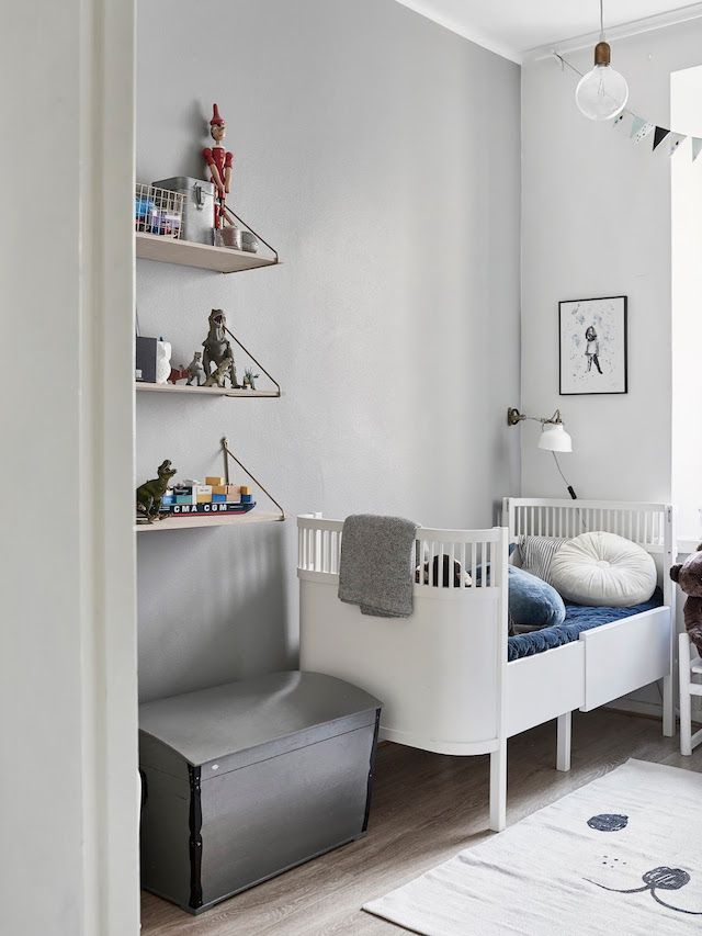 Nursery in the calm and elegant Finnish home of Maiju Lauren - photo: Riikka Katinkoski.