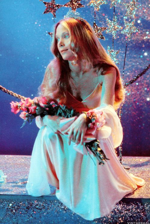 Carrie White (Sissy Spacek) ~ Carrie (1976) I'm pinning because I think she looks so beautiful.