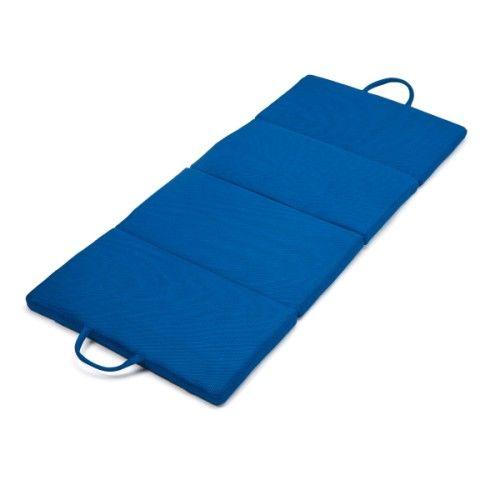Pratique ! Ce matelas de sol est multi-fonctions. Il peut aussi bien s'utiliser en petit tapis de gym au sol ou en matelas d'appoint pour recevoir ses amis à la maison ou pour partir en vacances. Il se plie et se déplie en quelques secondes et se range facilement dans sa housse transport. Sa matière mesh le rend très moderne.