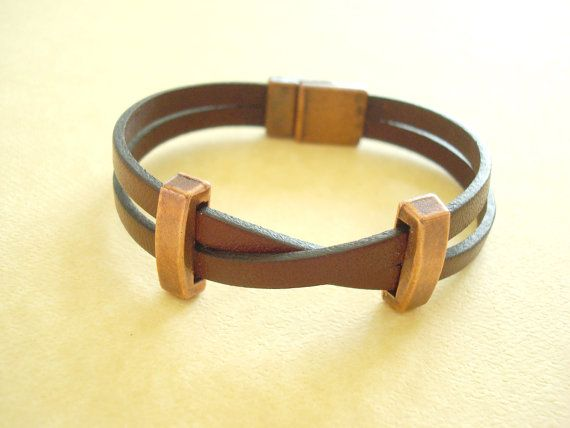 Artículos similares a Free Shipping. Women's Leather Bracelet: Genuine Brown Leather, Copper Sliders with Magnetic Clasp. en Etsy