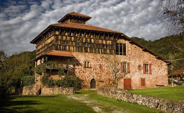 Torre medieval. Baztán, Navarra