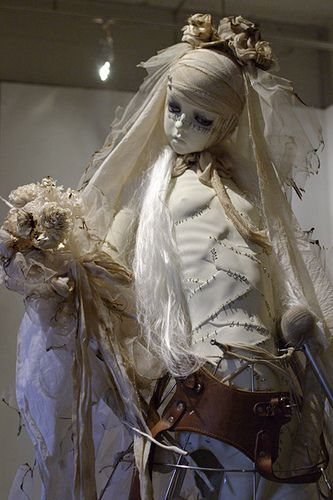 """Doll Bride of Frankenstein"" by Etsuko Miurahttp://amzn.com/4309906737  puppet:    Doll Bride of Frankenstein / フランケンシュタインの花嫁 (by Kunio Monji)"