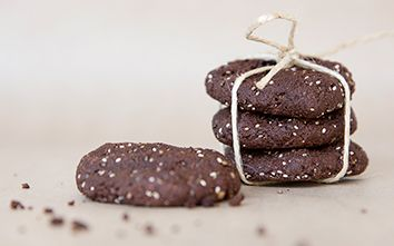 Make This: A Clean Chocolate & Almond Cookie Recipe