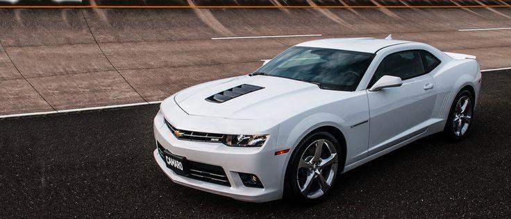 Chevrolet Camaro SS 2014. Poder, performance e a máxima emoção sobre quatro rodas. Branco Summit