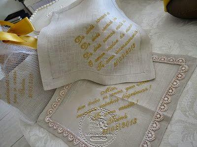 Muitas lágrimas, de alegria, amor e emoção...Tainá e Thadeu ofereceram aos seus pais e irmãos, lenços para secar essas bem vindas lágrimas...Os femininos, com guipir...Confeccionados em c ...
