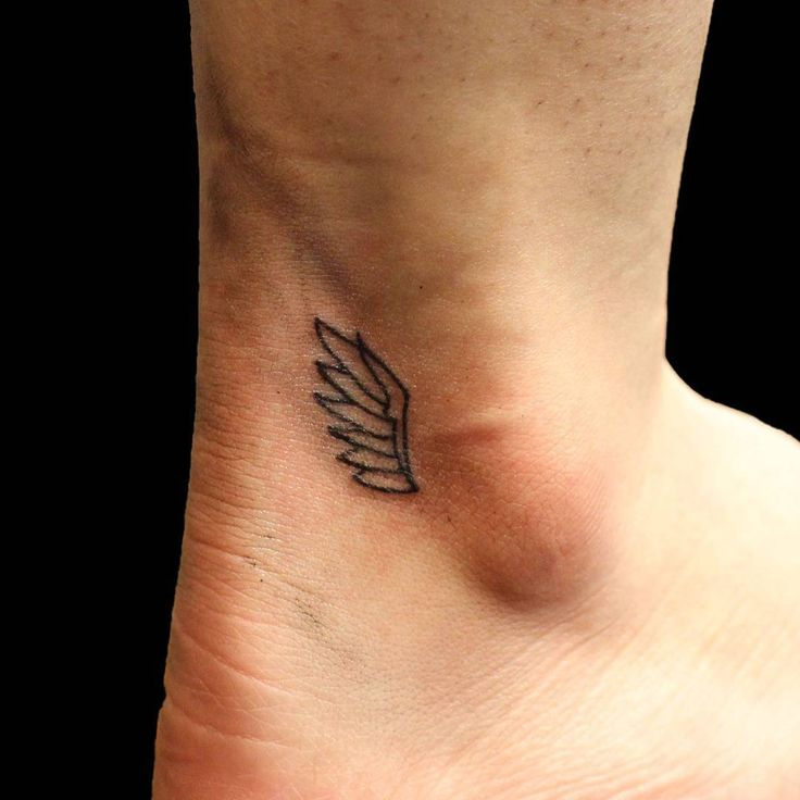 Cool tiny wing tattoo #linework #wingtattoo #ankletattoo #girlytattoo…