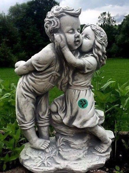 Figury ogrodowe niejedno mają imię. http://domomator.pl/figury-ogrodowe-niejedno-maja-imie/