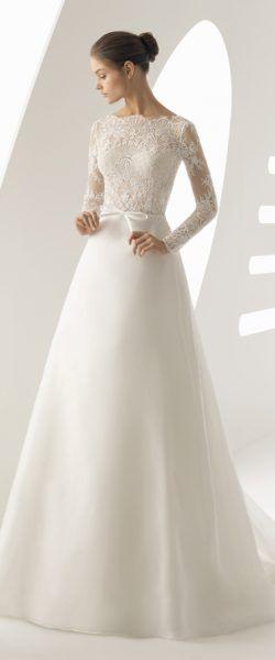 gefunden bei Happy Brautmoden Brautkleid elegant, elegantes Brautkleid, Rosa Clara, Spitze, Spitzenkleid, edel, elegant, fließend, Rückenausschnitt, Hochzeitskleid, romantisch