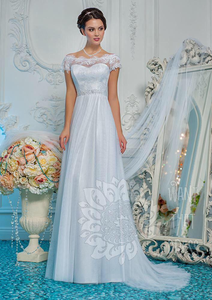Легкое свадебное платье с открытыми плечами. Кружевной лиф и тонкая фат новая юбка. Такое платье отлично подойдет для свадьбы в стиле кантри или рустик.
