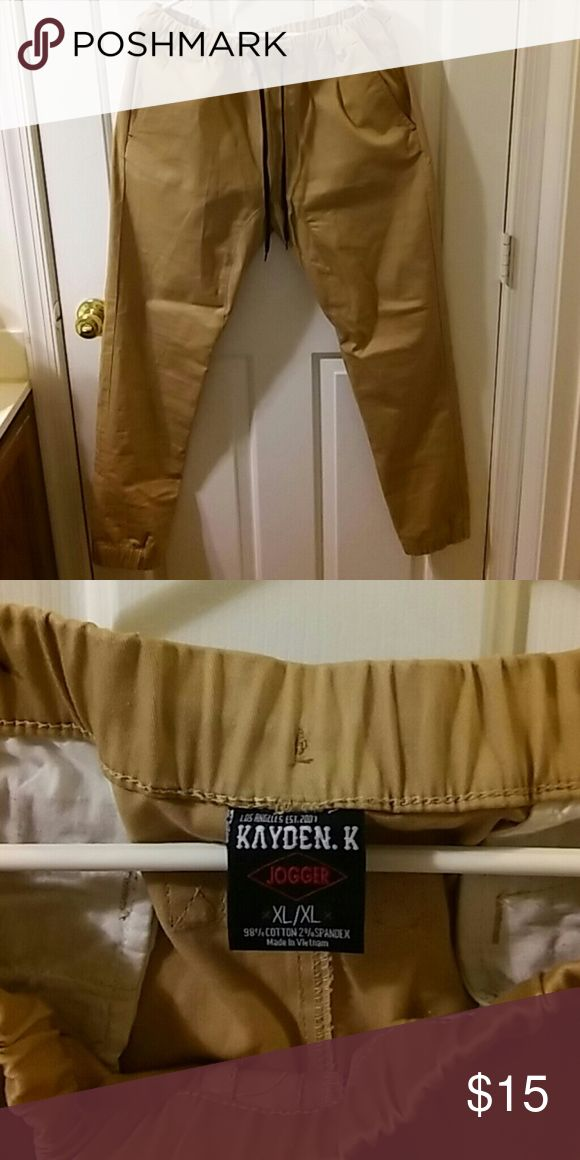Men's Khaki Jogger Pants Men's XL khaki jogger pants. Like new. Worn twice. These are prefect for fall! Can be worn with nice tennishoes, or boots for a dressier look! Kayden K Pants Chinos & Khakis