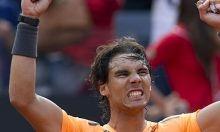 El español Rafael Nadal se impuso hoy por 7-5 y 6-3 al serbio Novak Djokovic en la final del Masters 1.000 de Roma, y reconquistó el cetro del torneo romano y el número 2 del mundo, con lo que se asegura evitar al de Belgrado hasta una eventual final en Roland Garros. Ver más: http://www.elpopular.com.ec/53108-nadal-se-impone-a-djokovic-en-roma-y-reconquista-el-numero-dos-del-mundo.html