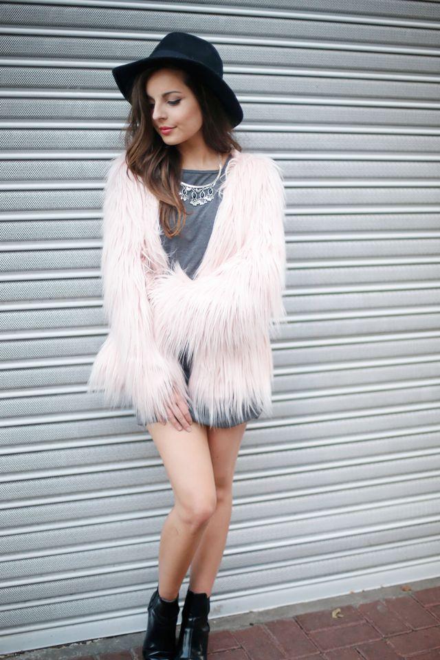 A Giovanna Ferrarezi arrasou na produção com o casaco de pelos