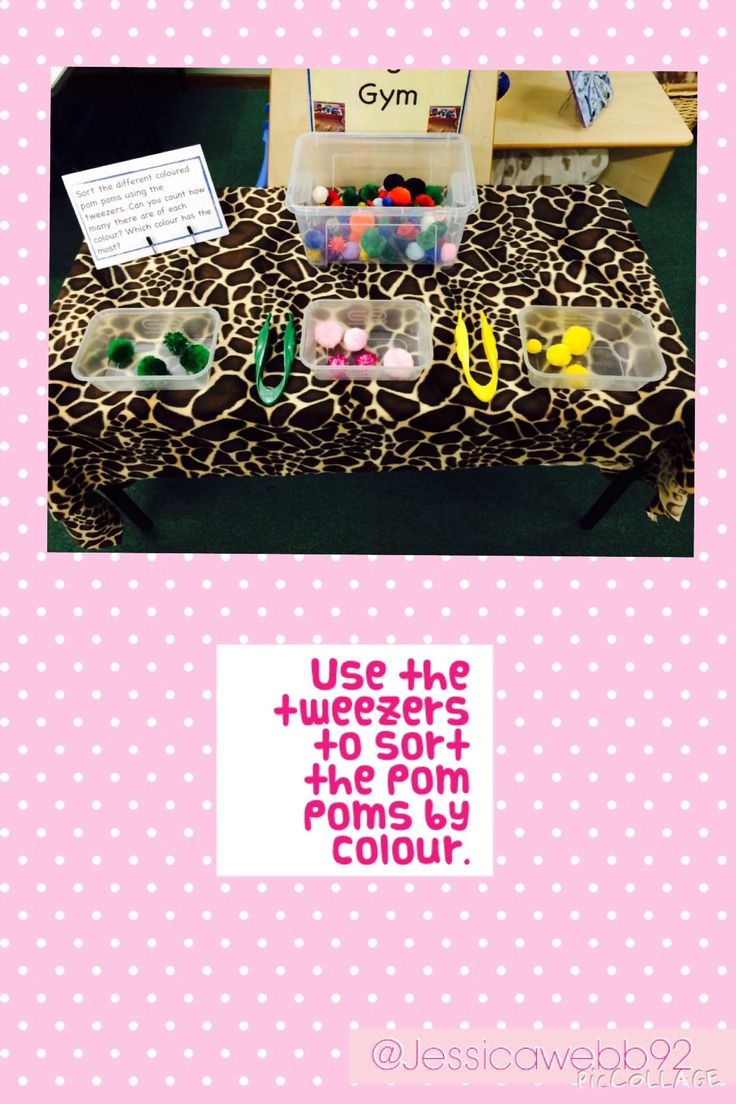 Use the tweezers to sort the pom poms by colour.
