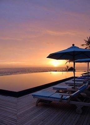 Amazingly beautiful Infinity Pool at the Anantara, Veli, Maldives Resort <3