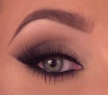 Jaclyn Hill: Smokey Cat Eye (can be replicated with any colors)