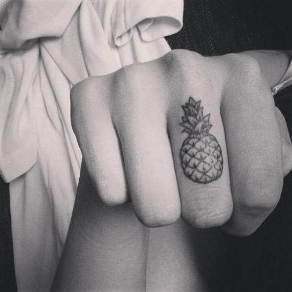 Les 20 meilleures id es de la cat gorie tatouage doigt sur pinterest - Tatouage au doigt ...