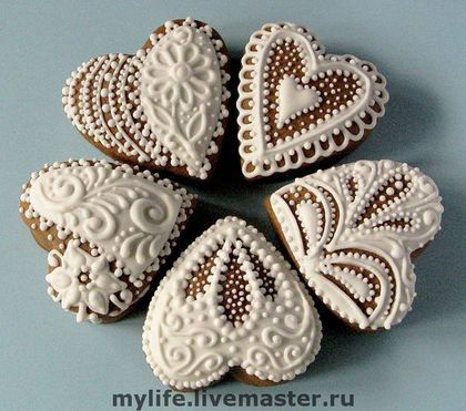 Купить или заказать Пряники-сердечки кружевные белые в интернет-магазине на Ярмарке Мастеров. Расписные медовые пряники-сердечки. Предлагаю разнообразное оформление. .............................................................................................. Все прянички заботливо изготовлены мной вручную из натуральных продуктов без каких-либо искусственных консервантов. Тесто вкусное, в его состав входят сахар, маргарин сливочный, мёд 100% гречишный, яйцо куриное, мука, пряности –…