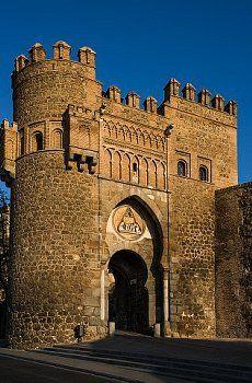 Puerta de la muralla de Toledo.