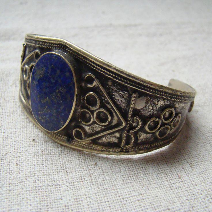 Bransoleta z kamieniem lapis lazuli. Ręczne wykonanie.