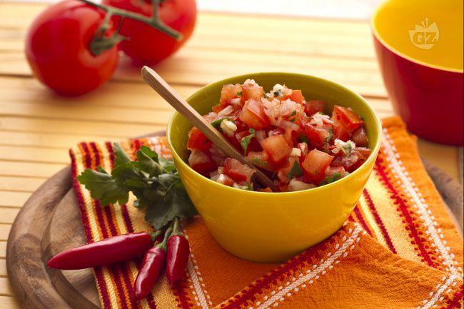 La salsa di pomodori messicana, che ogni famiglia prepara con le proprie varianti, serve come accompagnamento per  piatti a base di carne ed è a base di pomodoro fresco,  cipolla,  coriandolo e chili (peperoncino).
