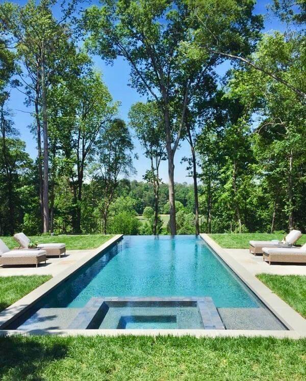 Tauchen Sie Ein In 21 Fantastische Pools Ein Fantastische Pool Poolfloatie Back Yard Pool Landscape Design Pool Landscaping Backyard Pool Landscaping