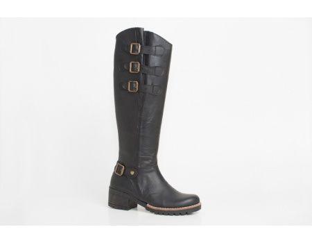 Botas de montar de cuero con hebillas. (Leather boots)