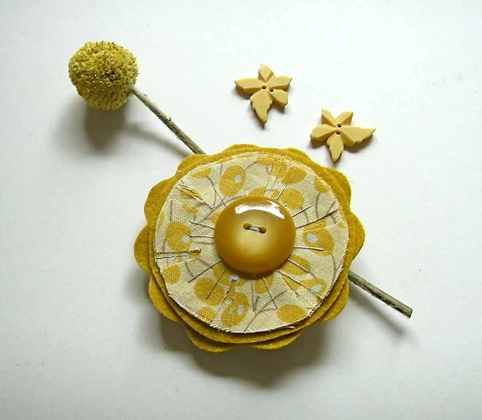 Mustard and grey felt flower bloom brooch accessory - by piccaboo on madeit
