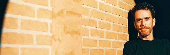 """Nando Reis faz show no Teatro do Sesi dia 10 de dezembro, às 20h. A entrada custa R$10 e R$5 para estudantes. divulgação O músico paulistano toca violão e compõe músicas desde pequeno. Nasceu em 1963 e, aos 15 anos de idade, montou sua primeira banda """"Os camarões"""" com amigos de colégio para participar do...<br /><a class=""""more-link"""" href=""""https://catracalivre.com.br/geral/agenda/barato/nando-reis/"""">Continue lendo »</a>"""