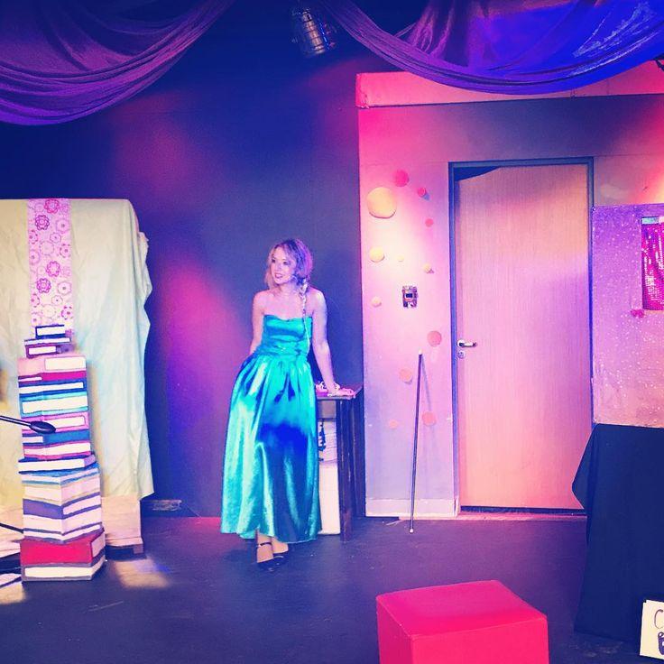 """Mamaaá soy una princesa Disney ��������!!! JAJAJAJ ���� En esta bella varieté infantil """"Cubitos"""" como ya saben, por las vacas de #invierno estoy interpretando a  #Elsa de #Frozeen ☃️❄️, últimas funciones! Los espero a todos hoy a las 16:30hs en el #teatro #ElCubo !! #libresoy #letitgo #disney #show #theatre #sing #princess #act #dance #singersofinstagram #singerlife #actress #musical #music #instagram #photooftheday #instagood #instamood #instamoment #vacations #instaday #instadaily…"""