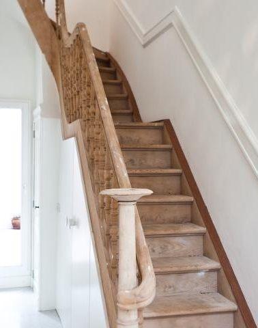 Meer dan 1000 idee n over geschilderde houten trap op pinterest trappen trap makeover en - Renovatie houten trap ...