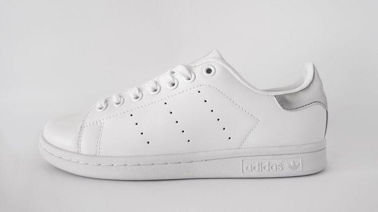 Adidas Stan SmithSilver. Αποκτήστε τα γυναικεία παπούτσια Adidas Stan SmithSilverστο p-shoes.gr.Διαθέσιμο σε χρώμα Ασημί.