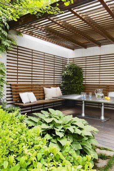 Buena idea para el patio. Llenado de espacios blancos y sombra