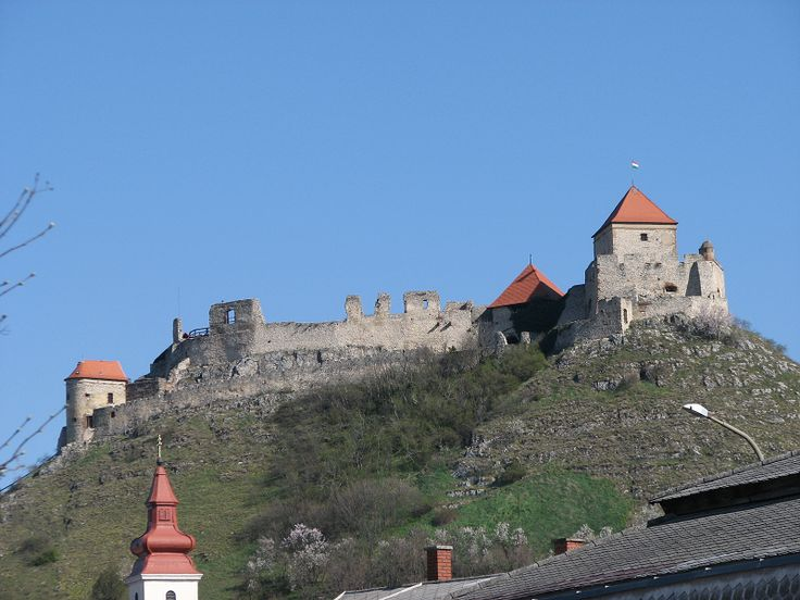 Sümegi vár (Sümeg) http://www.turabazis.hu/latnivalok_ismerteto_2221 #latnivalo #sumeg #turabazis #hungary #magyarorszag #travel #tura #turista #kirandulas