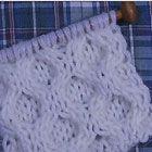 小さめの玉編み(ボッブル)と透かし編みのアラン模様 棒針の模様編みの編み図と編み地「編み物模様パターンカタログ」