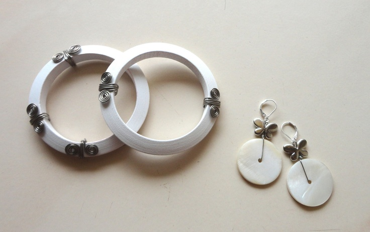 http://www.afday.com/products/white-combo-jewellery