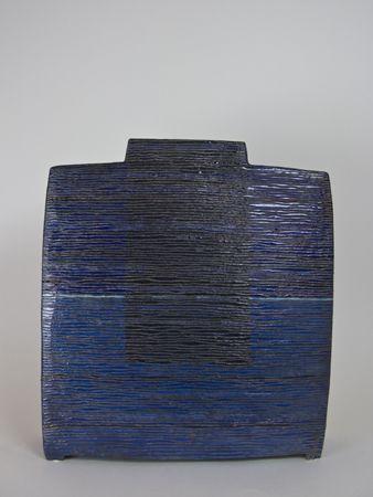 Ute Großmann »Versenkung II« Raku, weißer Steinzeugton, Glasuren, 1020°C, H: 35 cm from 2010