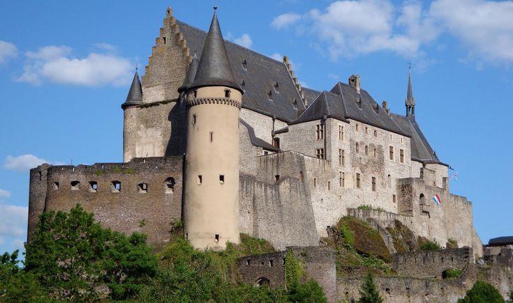 Ardennes Luxembourg tourism video: Vianden Castle/ Château, Clervaux & E...