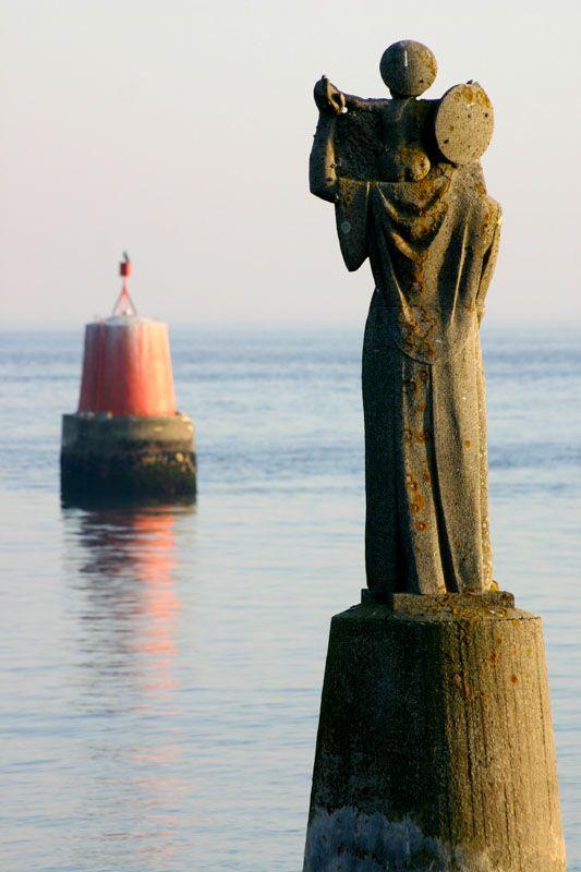 Pointe de Kerpenhir à l'entrée maritime du golfe côté Locmariaquer - Golfe du Morbihan (56) France