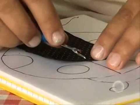 Aprenda como fazer um lindo patchwork embutido em cadernos.