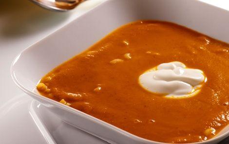 Dejlig, varm og smagfuld tomatsuppe med fyld af pasta. Server gerne med brød.