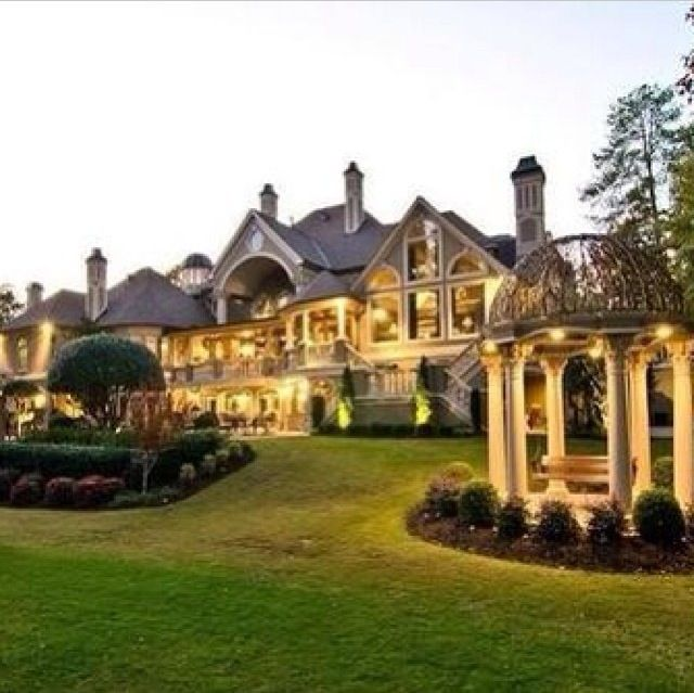 25 best ideas about huge houses on pinterest big homes for Large house builders