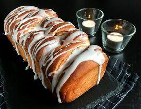 Kanelsneglebrød - et lækkert og svampet kanelbrød. Laves af kanelsnegle der bages sammen til et brød og fylder hele huset med den lækreste kanelduft...