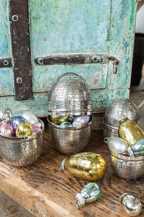Llenar huevos de metal con más huevos de pascua #Pascua #decopascua #estilonordico #Affari