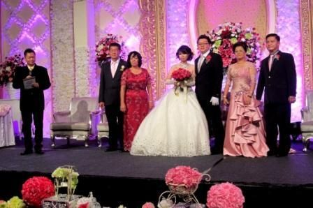 Felix bilingual mc (mandarin & english) with couple and their parents