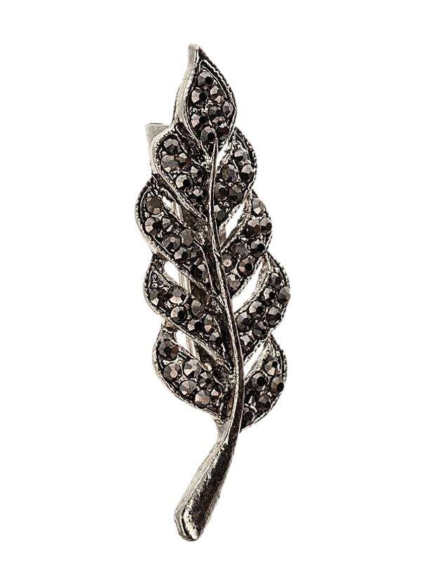 Brosa martisor in forma de frunza de feriga de culoarea argintului tibetan, impodobita cu pietricele multifatetate de culoare gri inchis. Raspunde celor mai exigente gusturi! Saculet din organza de diferite culori CADOU!