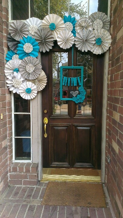 Paper fan entryway decor  - great welcoming party idea for showers / birthdays / holidays by changing the color scheme
